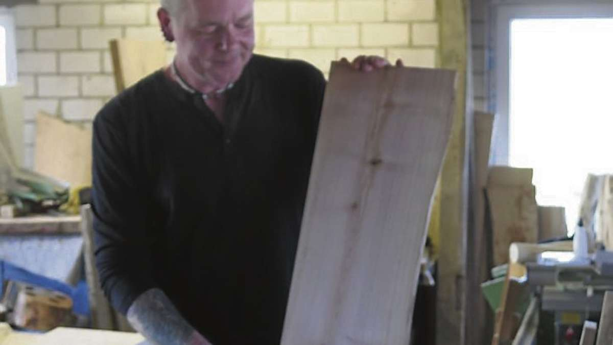 Markus Ebersbach erschafft aus Holzresten Möbel und bringt ...