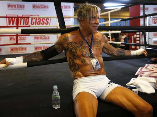 Hollywoodstar Mickey Rourke boxt in Moskau