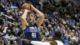 Dallas Mavericks gewinnen Texas-Duell - NBA-Star feiert Comeback